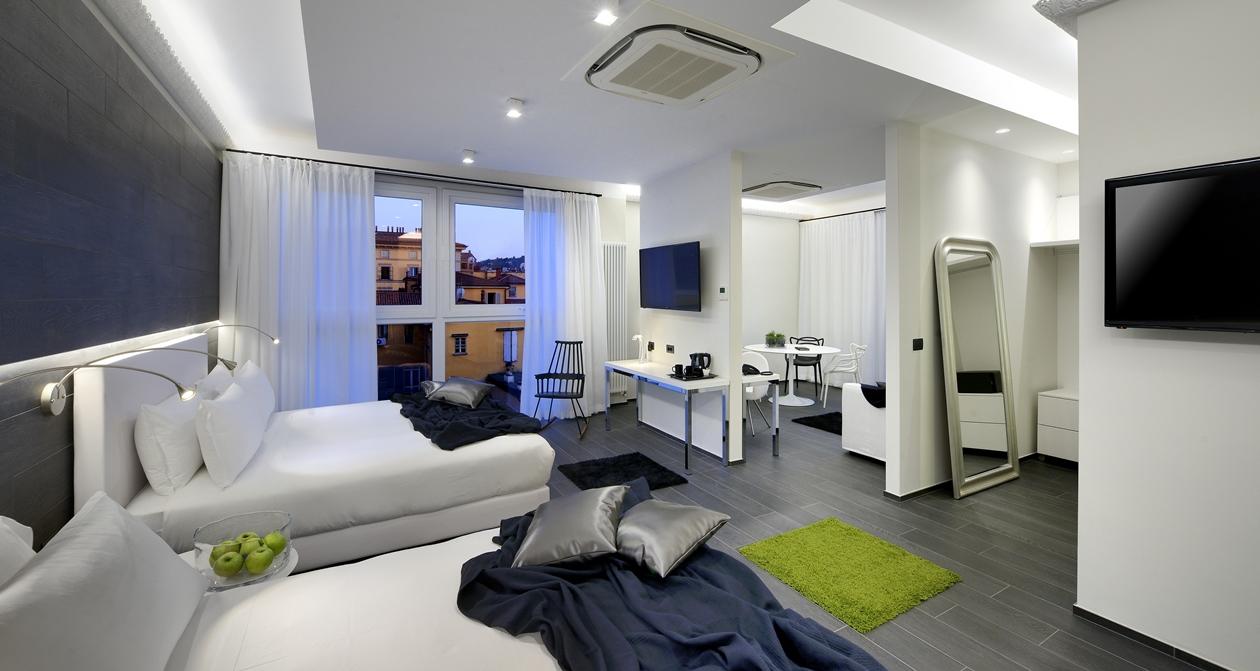 Hotel-Metropolitan_business-suite_room.jpg